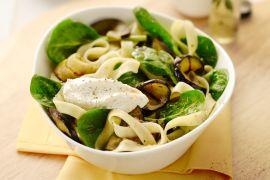 Foto van Tagliatelle met spinazie en gegrilde aubergine
