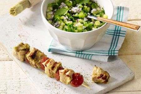 Kipspiesjes met komkommersalade