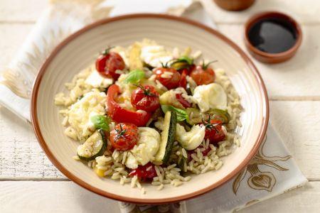 Geroosterde groentesalade met rijst en mozzarella
