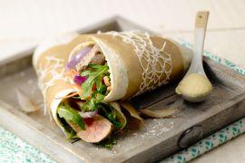 Foto van Wrap met biefstuk en rode ui