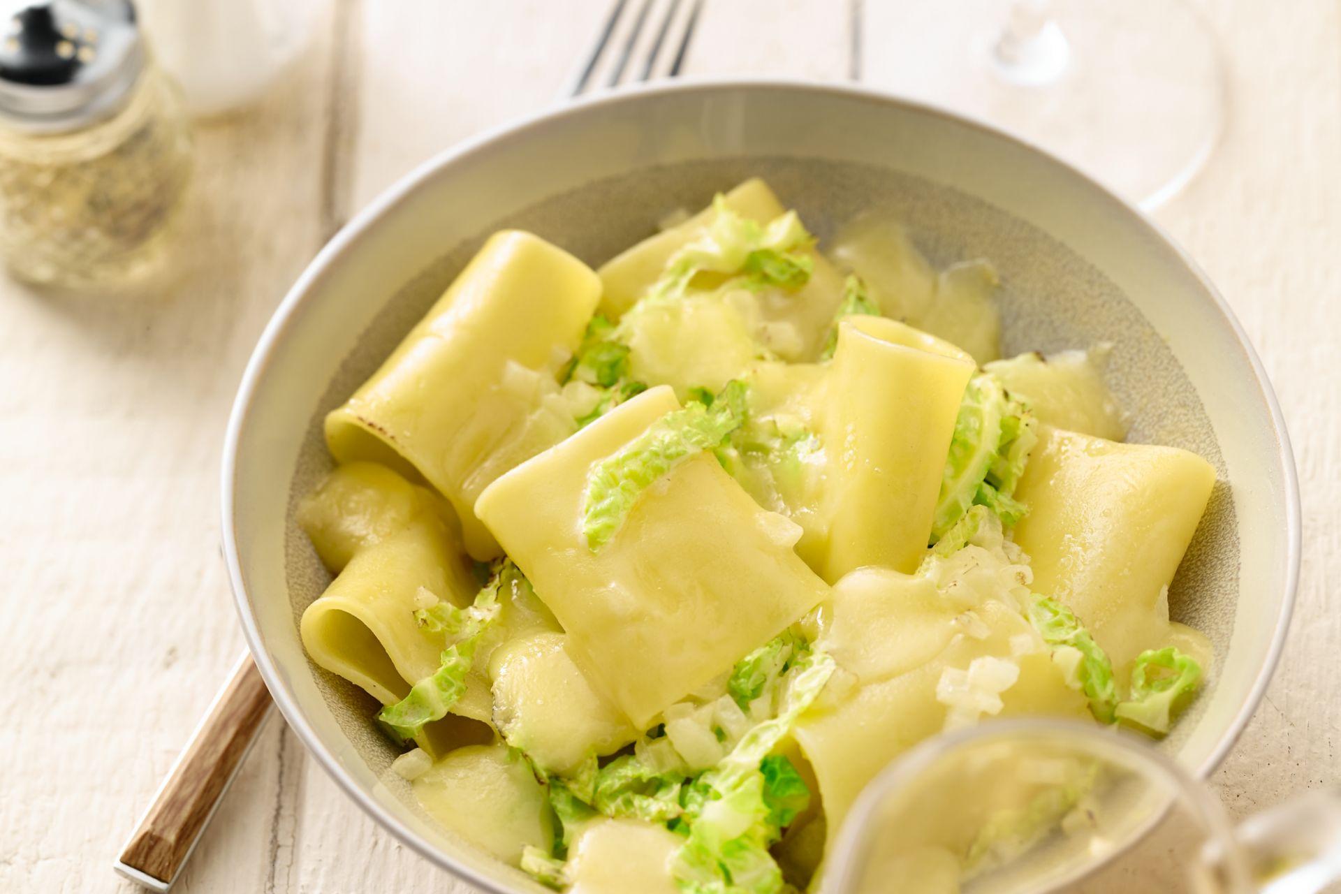 Rigatoni met kool en fontina kaas