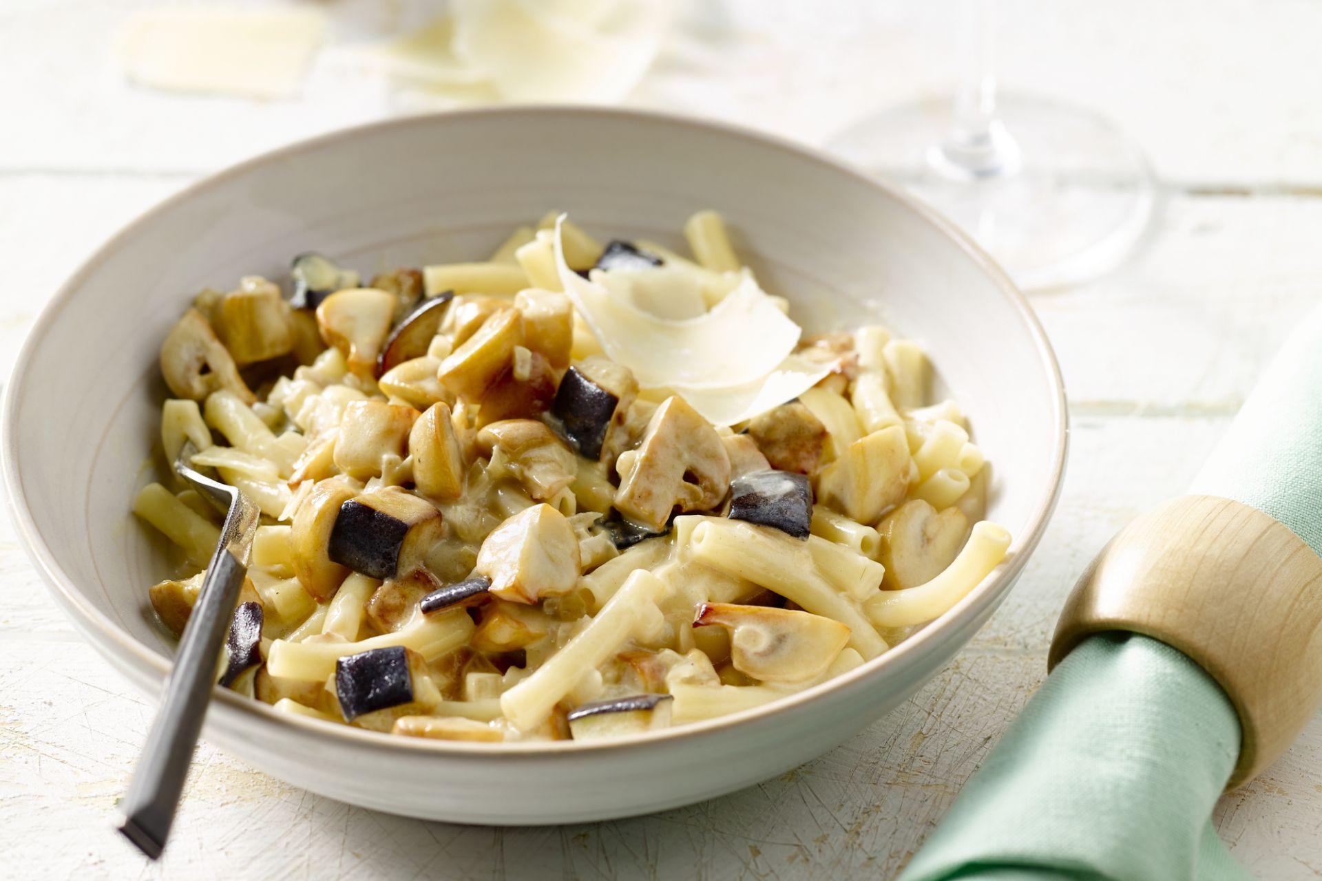 Macaroni met champignons en aubergine