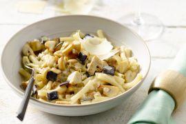 Foto van Macaroni met champignons en aubergine