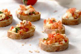 Foto van Bruschetta met tomaat en mozzarella