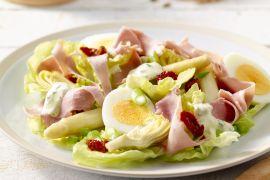 Foto van Aspergesalade met ham en ei