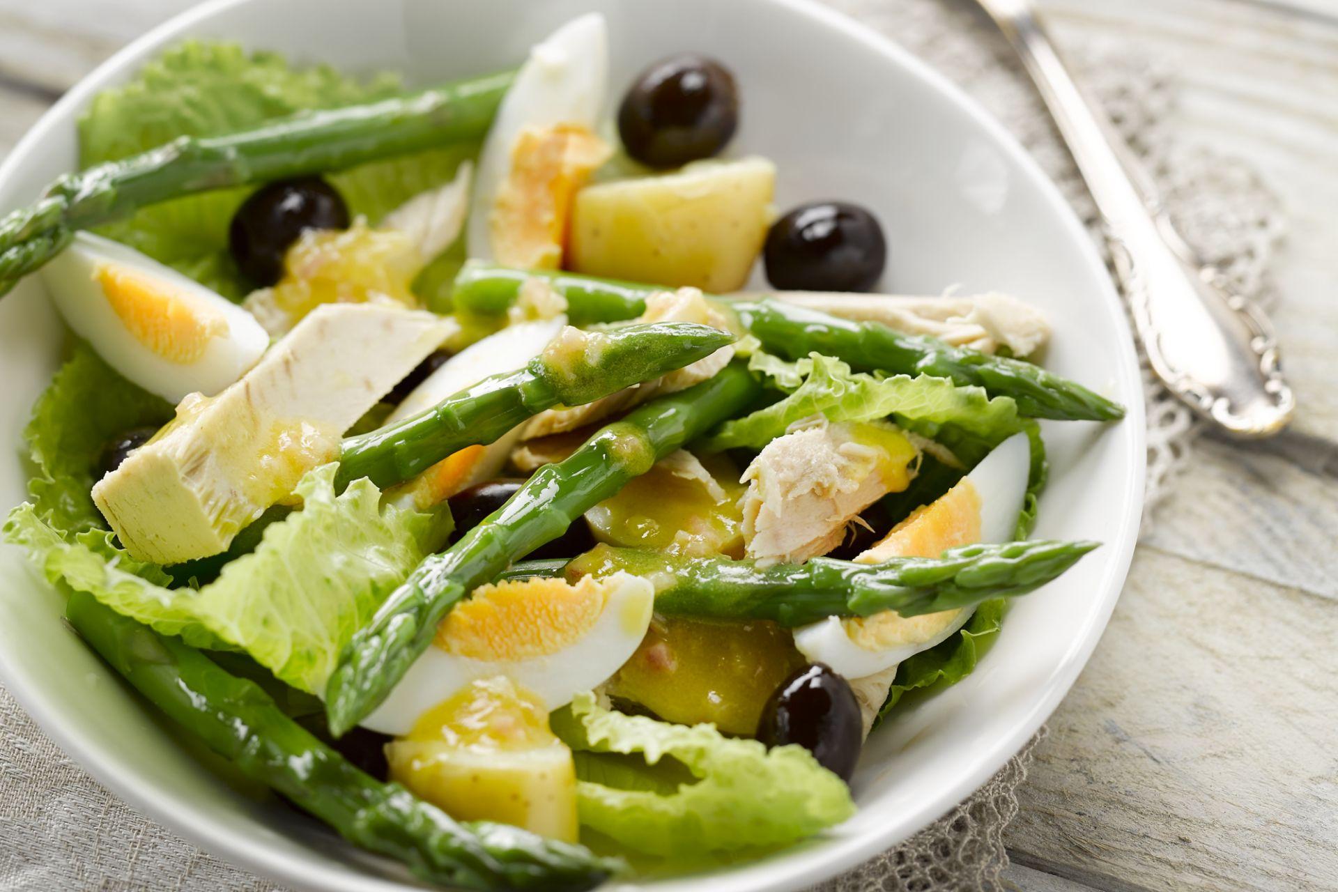 Salade met tonijn en asperges