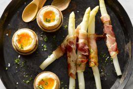 Foto van Zachtgekookt eitje met asperges in pancetta