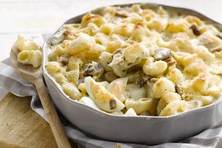 Macaroni met eieren en champignons