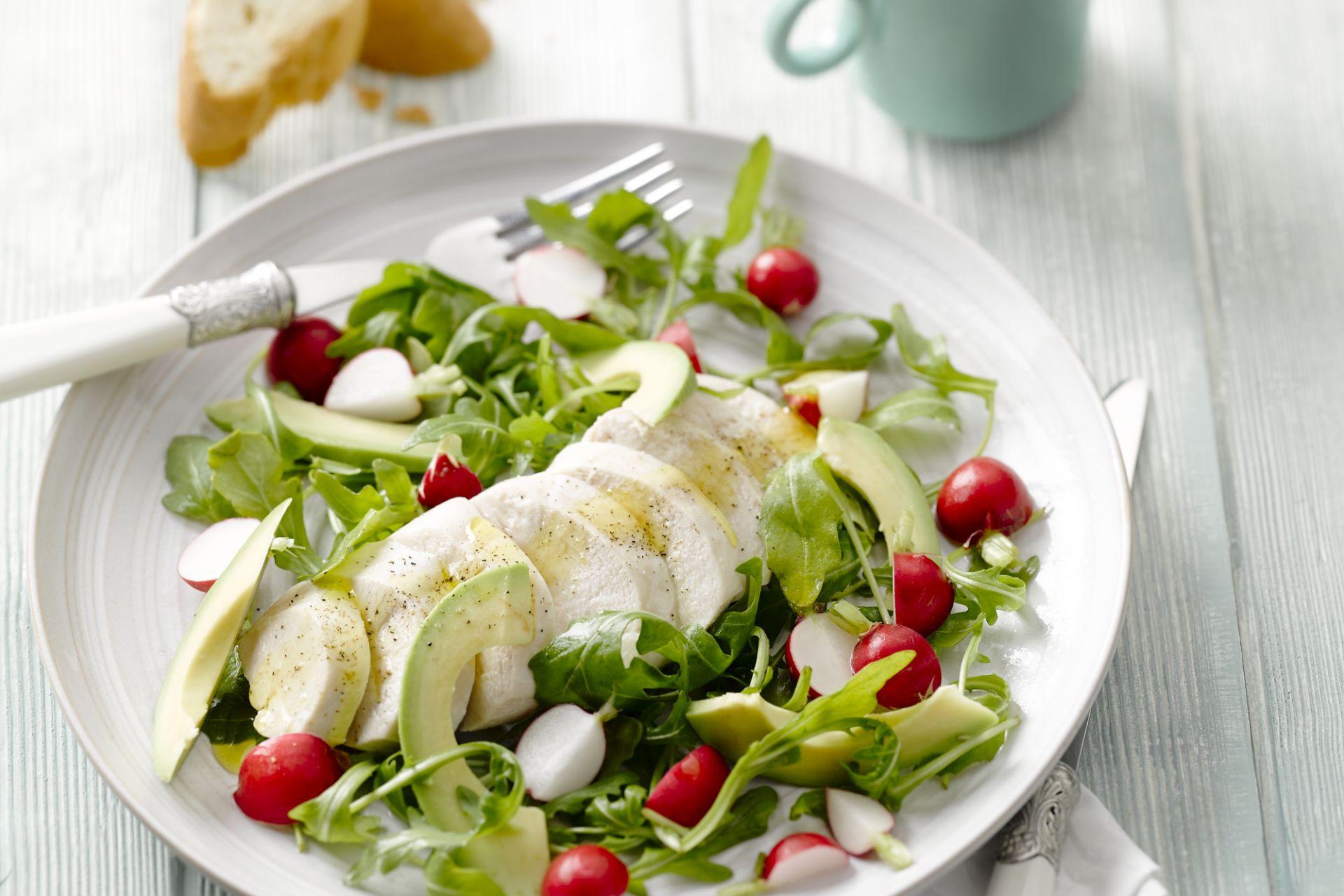 Salade van kip met avocado en rucola
