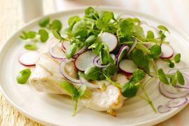 Foto van Gegrilde kip met een salade van waterkers