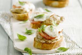 Foto van Open caprese-kalkoenbroodjes