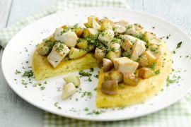 Foto van Omelet met een wokschotel van aardappel en kip