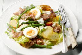 Foto van Aardappelsalade met krokante pancetta en ei