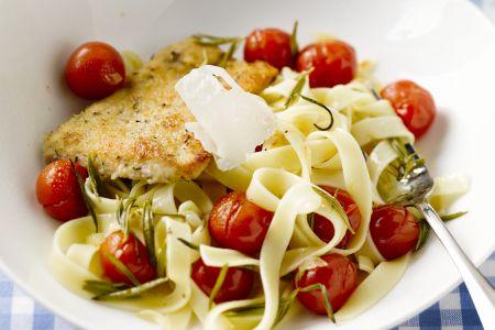 Escalope milanese met gepofte kerstomaatjes en pasta