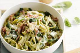 Foto van Pasta carbonara met spinazie