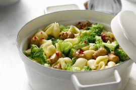 Foto van Pastaschelpen met worst en broccoli