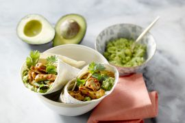 Foto van Pittige kip en avocado wrap