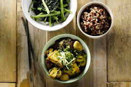 Foto van Stoofpotje van tofu met rode rijst en groenten