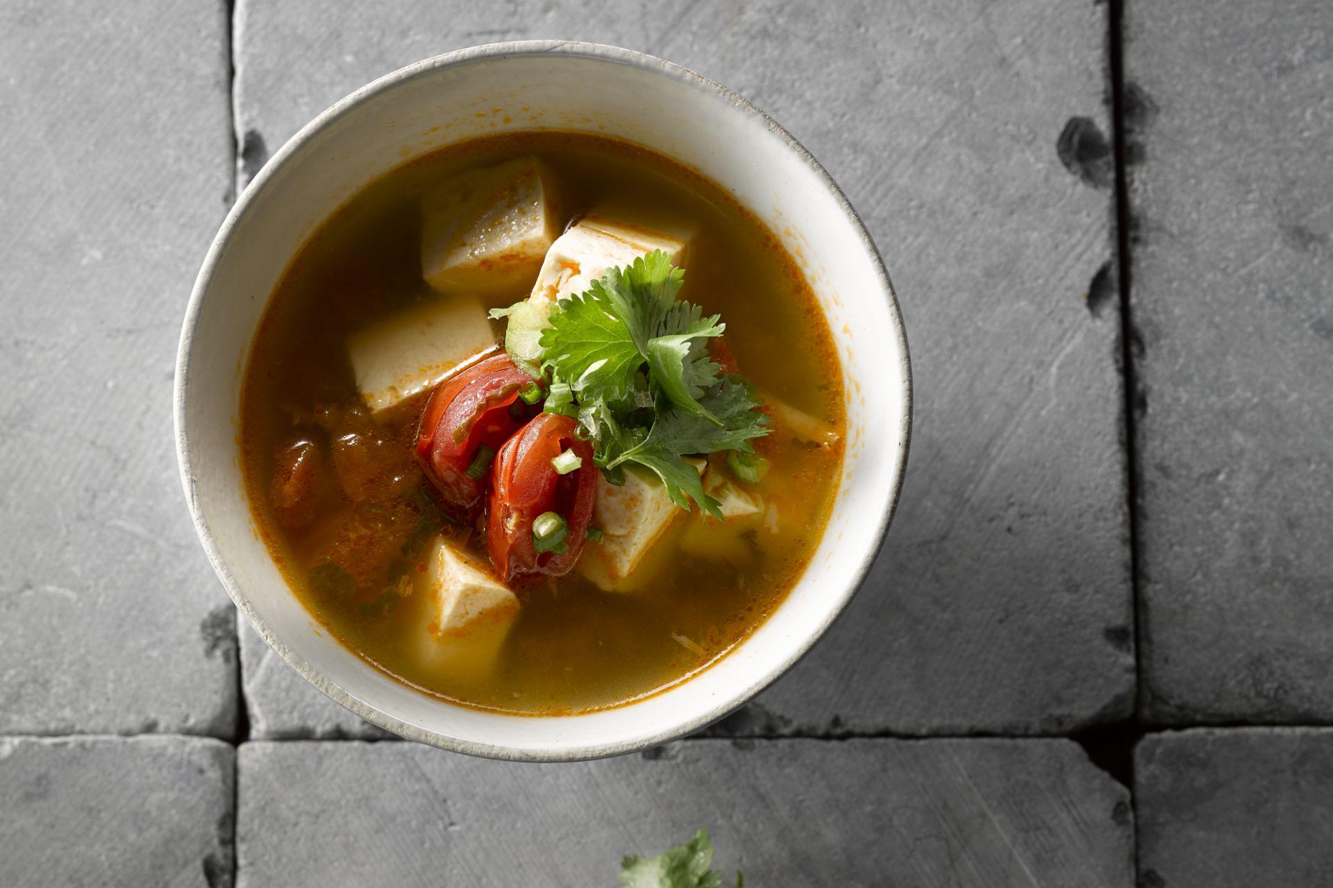 Soepje van tofu en tomaat