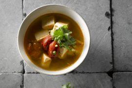 Foto van Soepje van tofu en tomaat