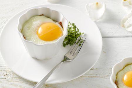 Ontbijttaartjes met rauwe ham en ei
