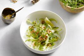 Foto van Carpaccio van groene asperges met kruidenvinaigrette