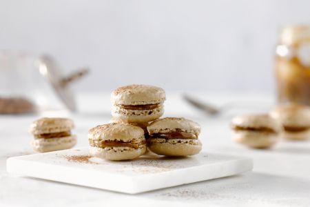 Chocolademacarons met zoute karamel