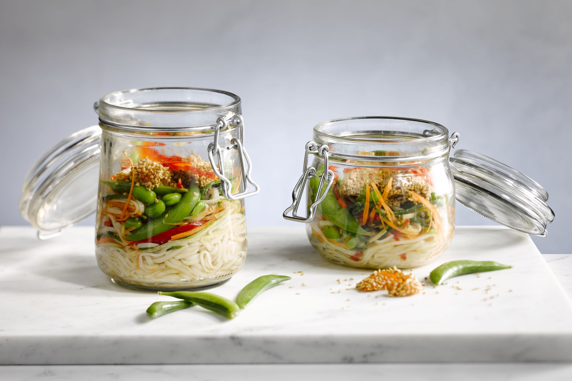Noedelsalade in a jar