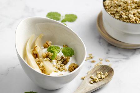 Yoghurtpotje met peer en granola