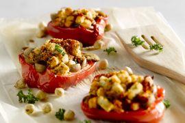 Foto van Gebakken paprika's met champignons, feta en tomaat