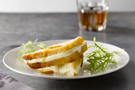 Gegrilde kaastoast met maple syrup