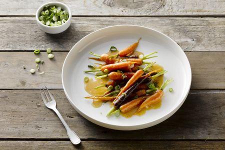 Geroosterde jonge wortels met miso