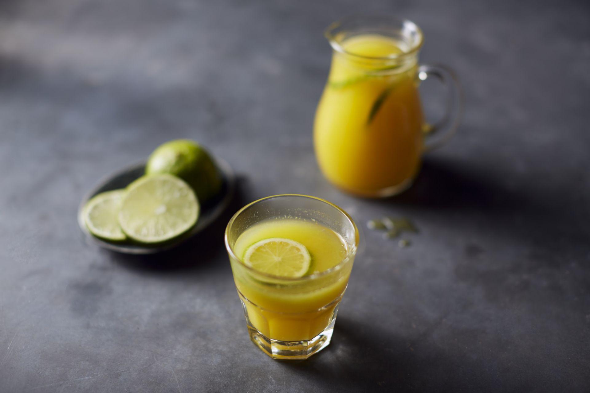 Geel sapje met mango en ananas
