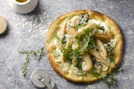 Foto van Flammkuchen met peer en roquefort