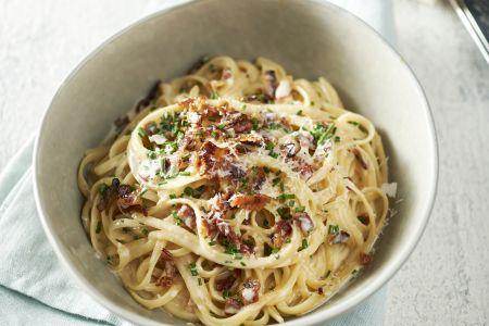 Linguine carbonara met pancetta en bieslook