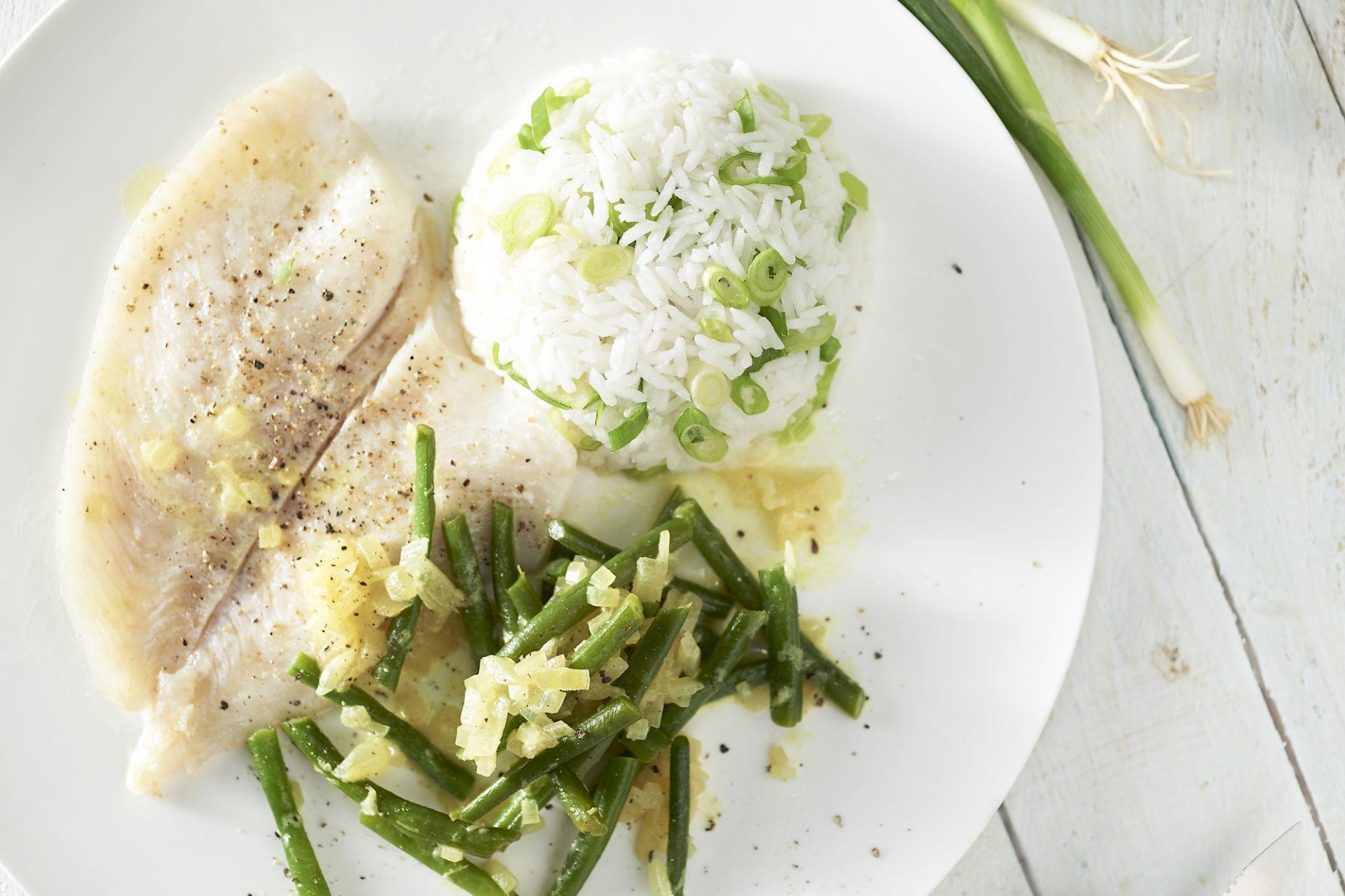 Viscurry met sperzieboontjes en rijst