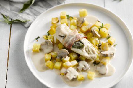 Kip saltimbocca met champignonroomsaus en gebakken aardappelen