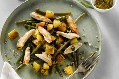 Kruidige kip met groene boontjes en pistaches