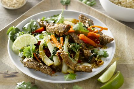 Runderreepjes teriyaki met bruine rijst en krokante groenten