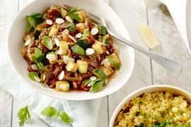 Foto van Tajine met gehakt, courgette en couscous