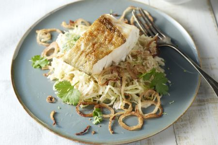 Gebakken rijst met kabeljauw en spitskool