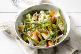 Foto van Salade Niçoise met gerookte makreel