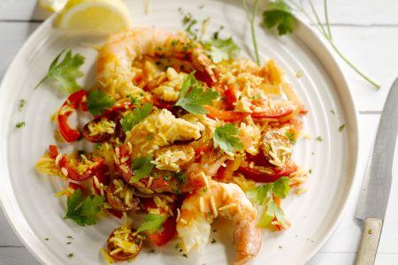 Snelle paella met scampi's en chorizo