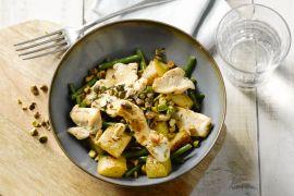 Foto van Kip met pistachenootjes en gebakken patatjes