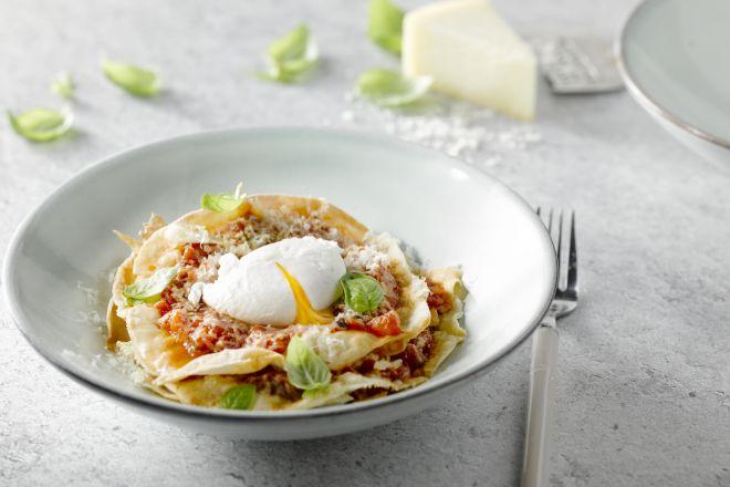 Pane frattau, een lasagne van Sardinië met pane carasau als basis