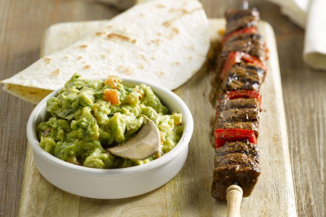 Mexicaanse rundsspiesjes met guacamole