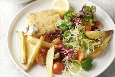 Gebakken vis met tartaar en aardappelwedges