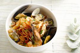Foto van Feestelijke pasta met zeevruchten