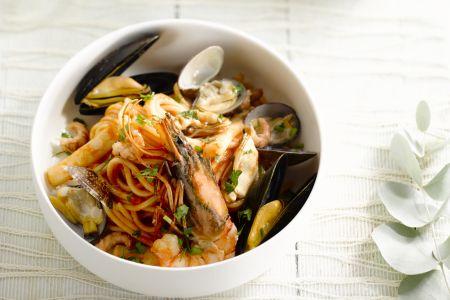 Feestelijke pasta met zeevruchten