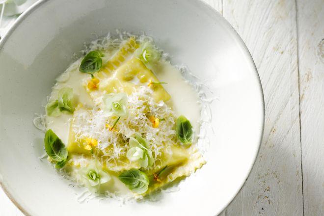 Verse ravioli met wilde champignons en geitenkaas met limoncellosaus
